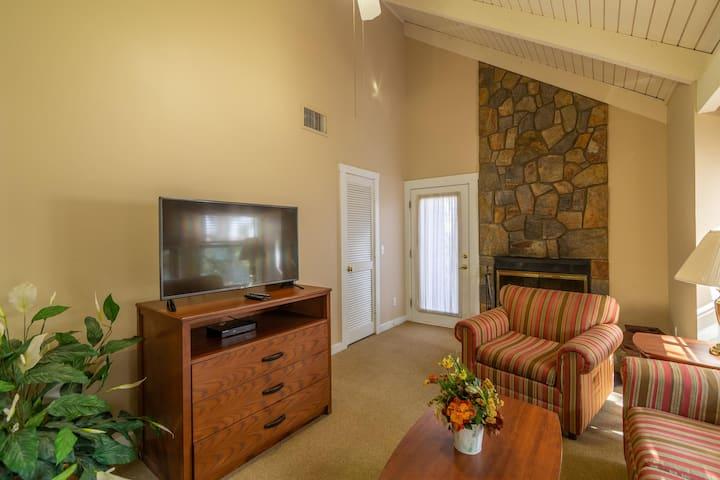 Cozy Townhome, Private Deck, Resort Amenities Included at Shenandoah Villas at Massanutten Resort