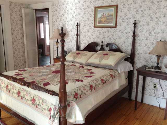 Upstairs bedroom with adjoining bath #4