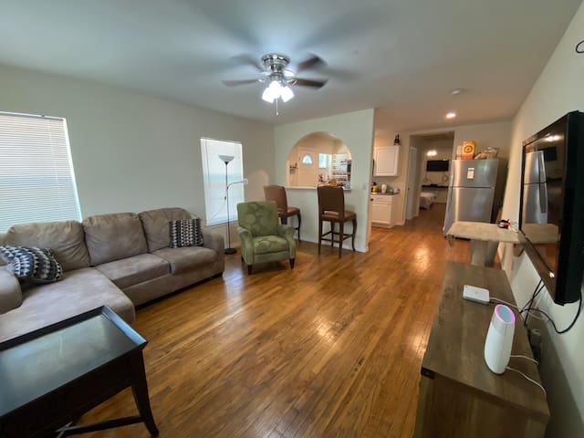 Side A newly remodeled duplex 1/1 in Bishop Arts