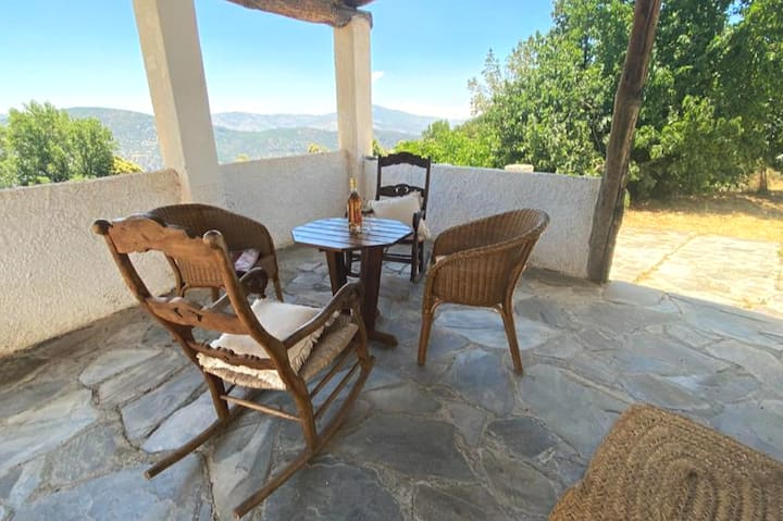 Quiet house in alpujarras with panoramic views.