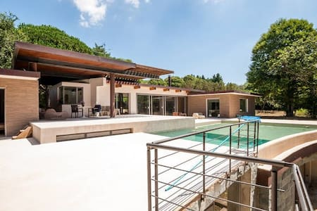 Villa with swimming pool in the countryside - Villa