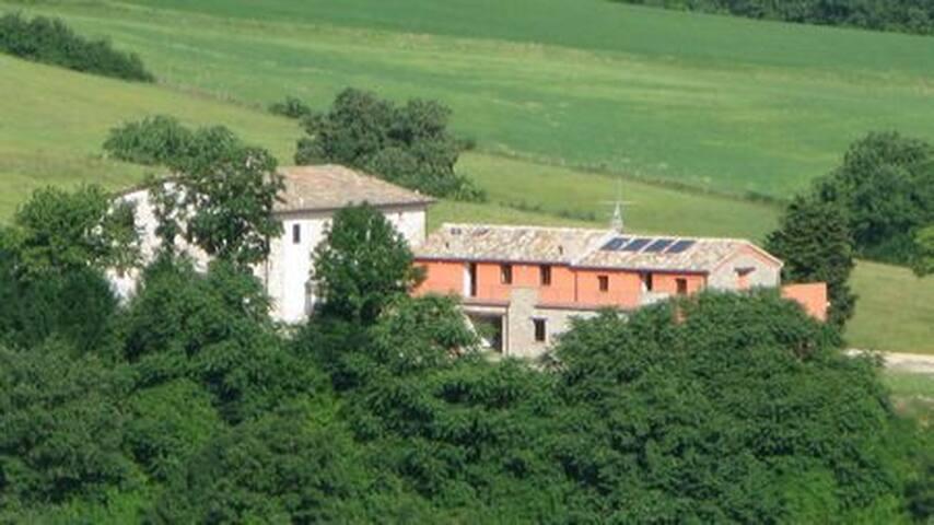 Agriturismo Piandigallo - Alle pendici del Catria