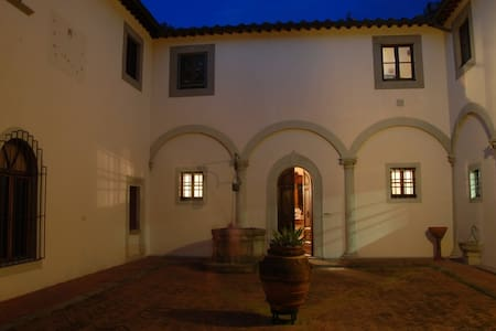 Historical Villa house with private swimming pool - Florence - Apartmen
