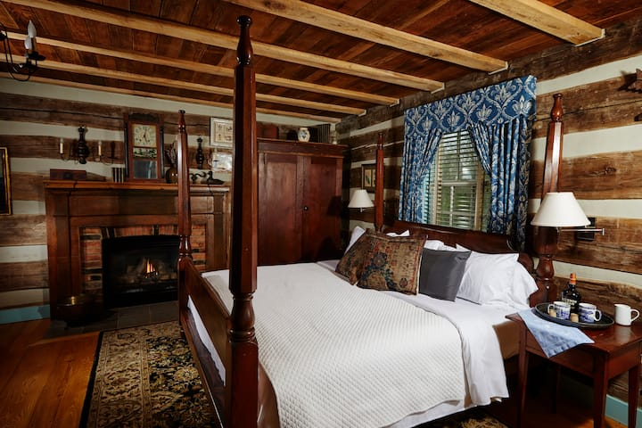 Romantic Log Cabin Suite with King Bed, Fireplace, Spa Bath and Full Breakfast