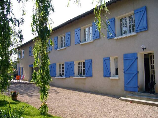 Le Relais du Grand Logis - Civrieux - Bed & Breakfast