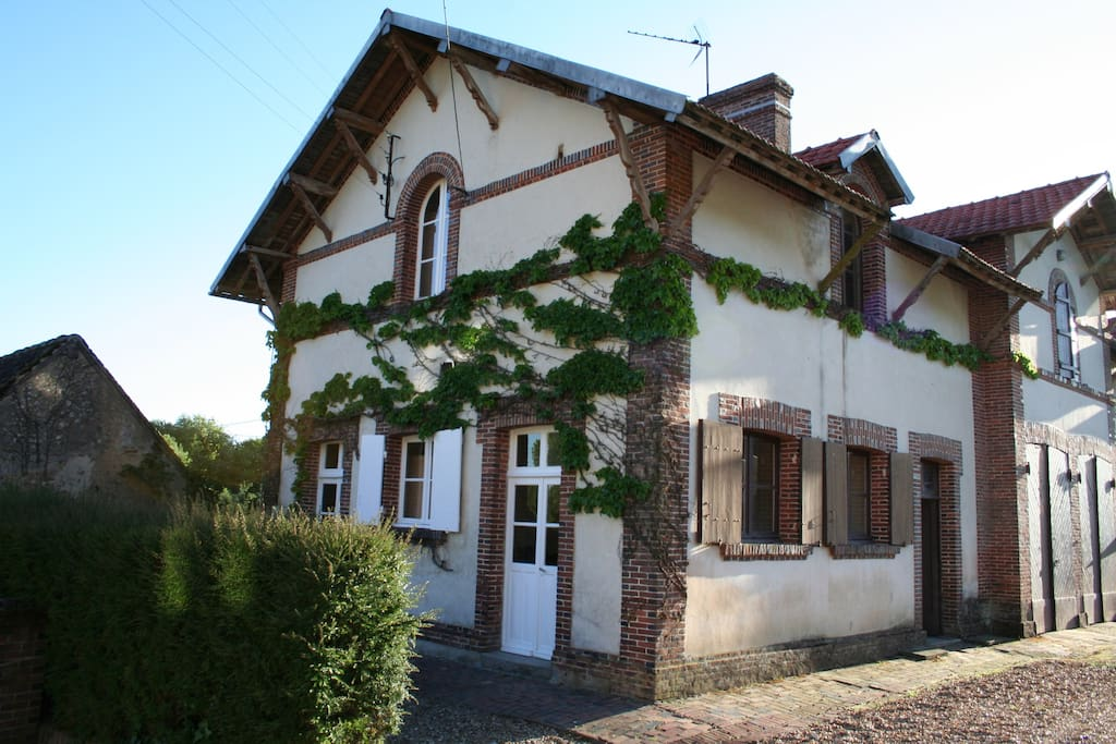 Four bedrooms in guest house for 8 people 100 feet from Chateau. (Additional fee apply)