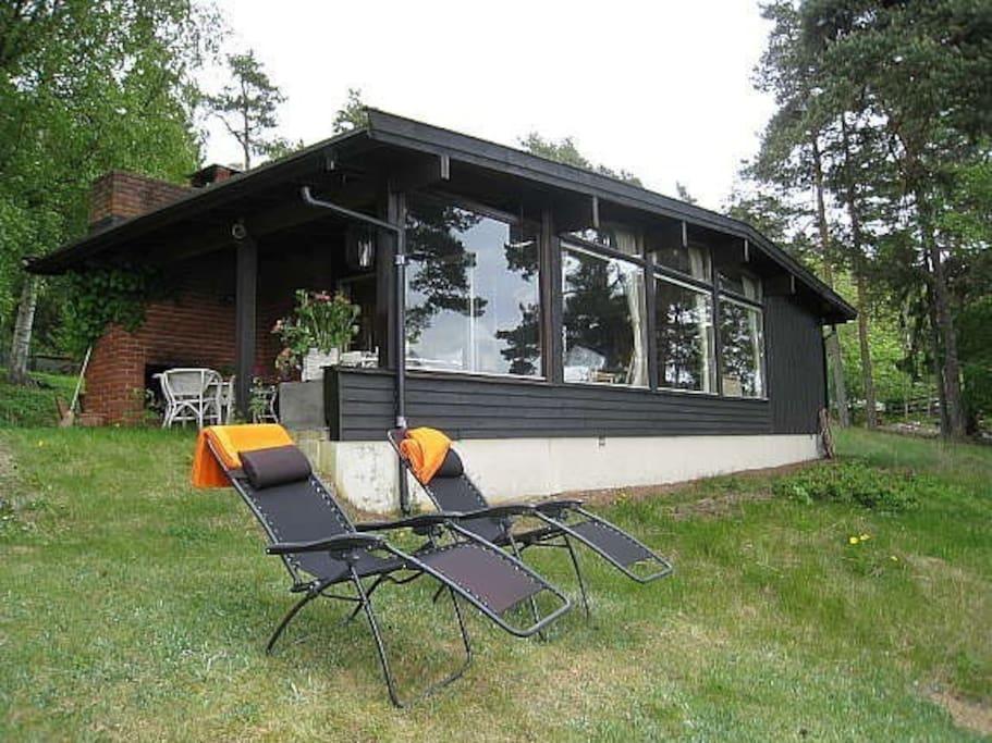 Norskdesignet hytte med flott utsikt