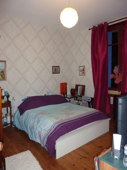 chambres dans maison calme en ville maisons louer angoul me poitou charentes france. Black Bedroom Furniture Sets. Home Design Ideas
