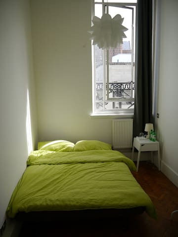 Cosy room in 19th-century city centre apartment