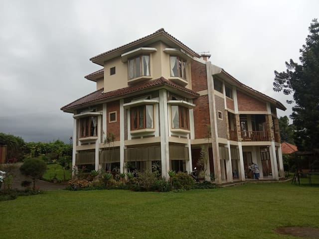 Villa puncak cisarua tempatnya bersih dan nyaman