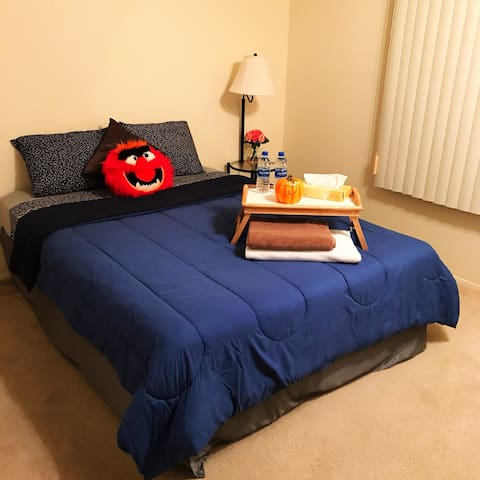 Large, Cozy, Clean Private Room - 10 Mins from MSU