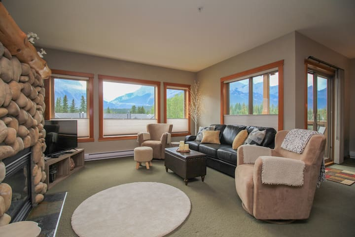 2Bed 2Bath  Exceptional View & Awesome Location