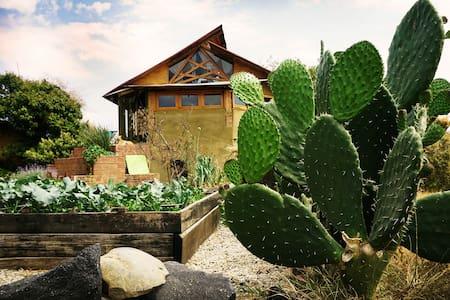 Casita de Barro: Experiencia de Vida Sustentable