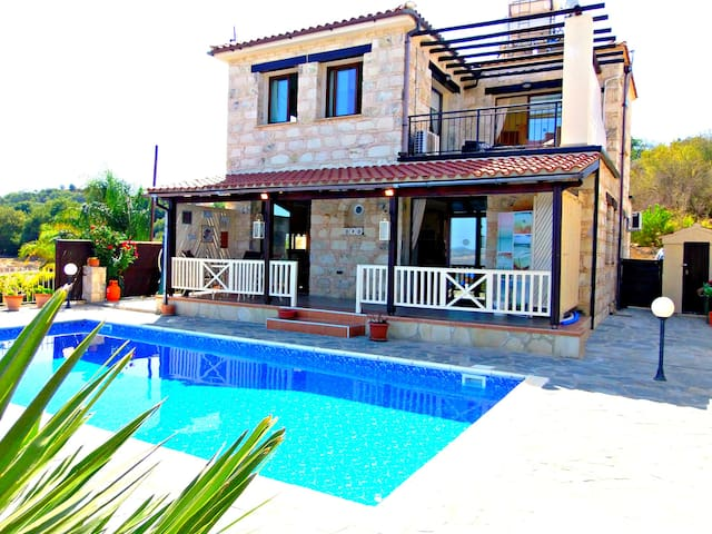 3 Bed Villa - Private Pool - Sea & Mountain Views - Stroumpi - Casa de campo
