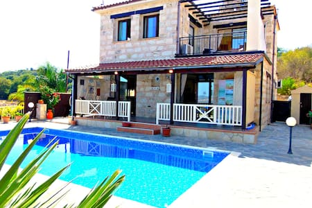 3 Bed Villa - Private Pool - Sea & Mountain Views - Stroumpi - Casa de camp