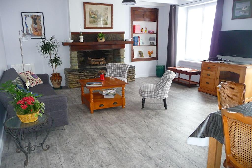 jolie petite maison avec jardin houses for rent in queurdreville hainneville basse normandie. Black Bedroom Furniture Sets. Home Design Ideas