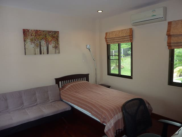 Office-bedroom 3 with balcony (bed plus sofa-bed)