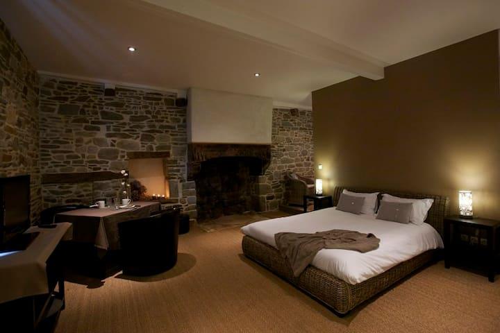 """Notre chambre """"côté cour"""".... - Mont-Dol"""