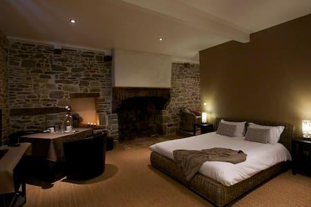 """Notre chambre """"côté cour"""".... - Mont-Dol - Lain-lain"""