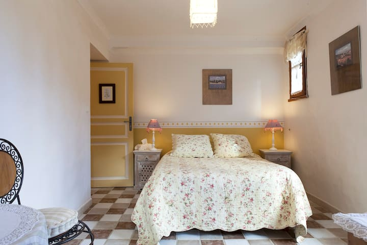 B & B 'Mimosa' double for 2 or 1 - Colognac - Bed & Breakfast