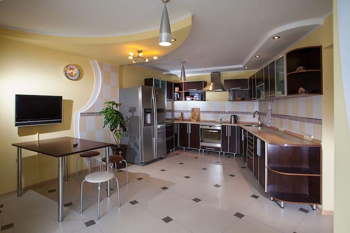 Прекрасная квартира на Стрелке - Ust'-Kamenogorsk - Apartment