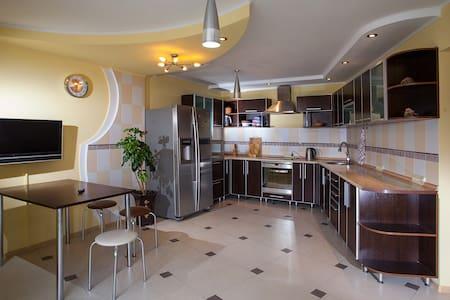 Прекрасная квартира на Стрелке - Ust'-Kamenogorsk - Appartement