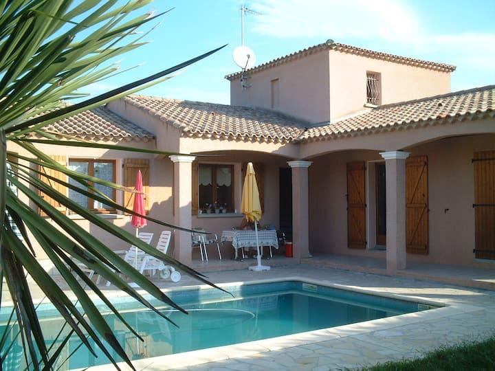 Chambre dans villa (piscine chauffée et  fitness)