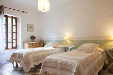 'Iris' twin bed room extra bed poss - Colognac