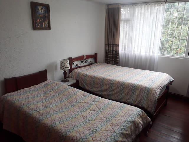 Habitacion comoda y amplia para viajeros