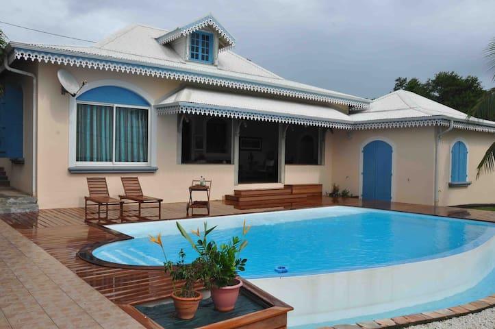 Villa 10p avec piscine le Robert - Le Robert - Huis