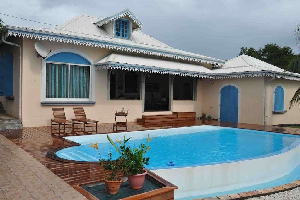 Villa 10p avec piscine le robert houses for rent in le for Villa piscine martinique