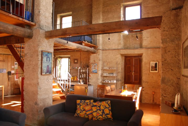 WONDERFUL CONVERTED BARN IL FIENILE - Caprignana - Flat