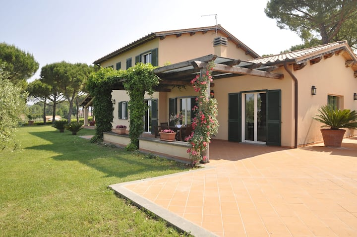 Vacation villa with pool near Rome