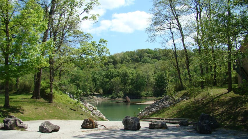 Fall  Creek special at Kay's Condo Branson - Branson - Appartement en résidence