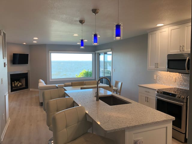 Soundfront Luxury Beach Condo with Sunset Views