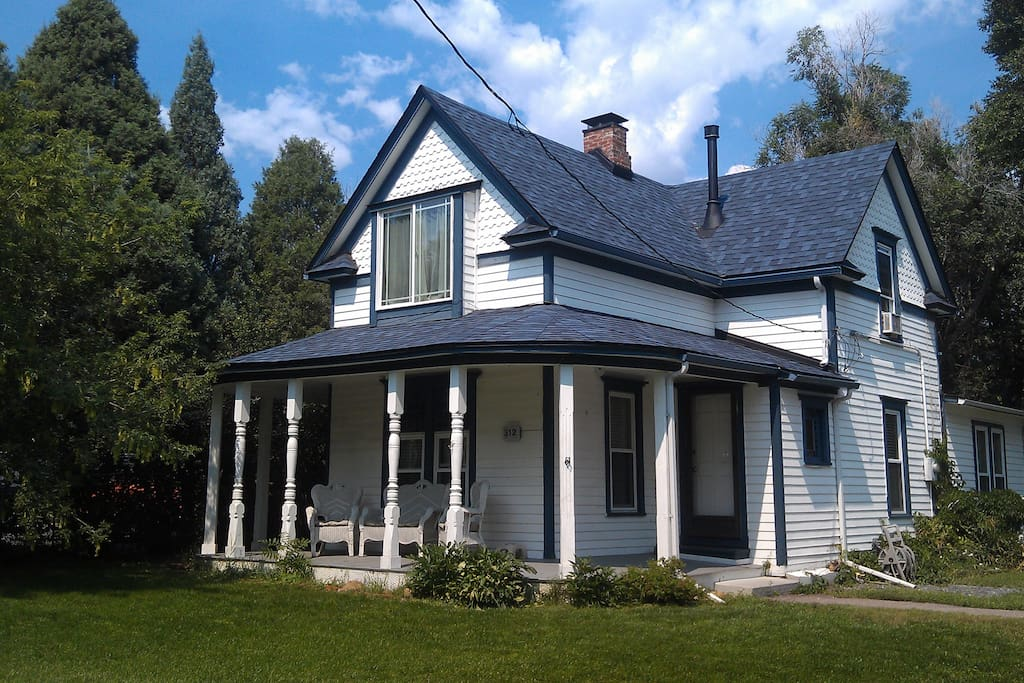 farm house in the broadmoor houses for rent in colorado