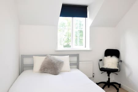 Double 20 mins Birmingham Centre - Stourbridge - Дом