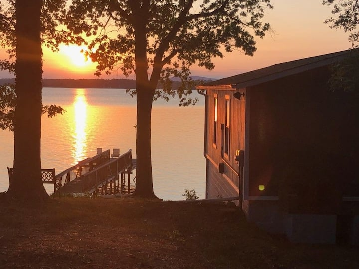 Charming 1BR Lakehouse with Beach on Lake Norman