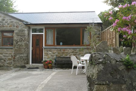 Trevoole Farm Apartment -dog friendly
