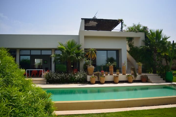 Villa 8 pers, Piscine chauffée, proximité Sofitel