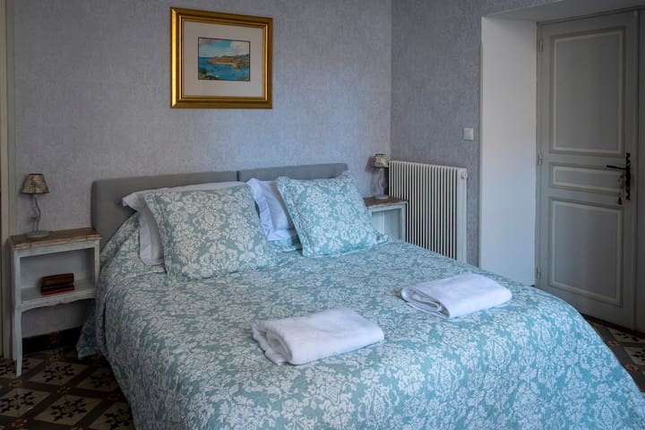 The bedroom can be made up as one queen or two single beds