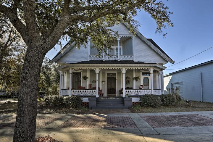 Charming Historic Home w/Porch in Downtown Madison