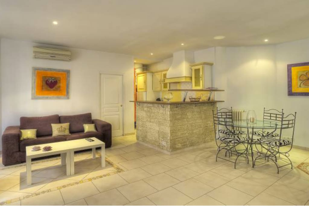 Lovely 1br in the heart of Cannes!!