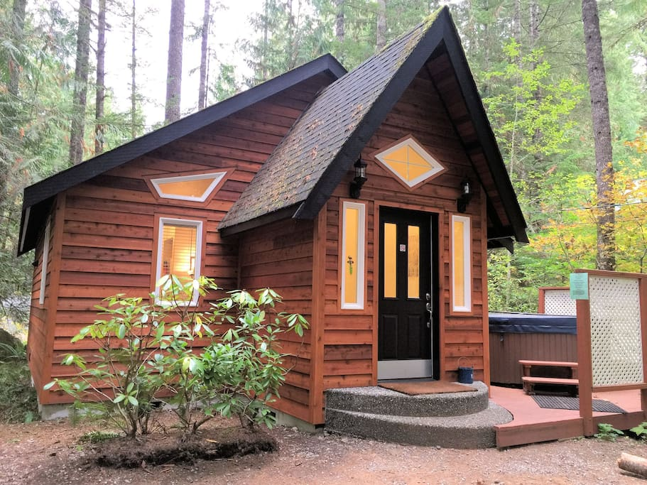 16 gingerbread cottage w hot tub cabins for rent in for Washington state cabins for rent