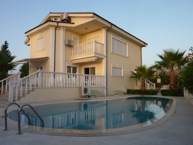 Beautiful villa 500m from the sea - Чамьюва - House