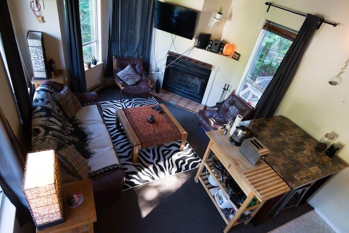 Mountain view Creekside apartment - Whistler - Apartment