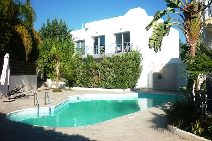 Beautiful Villa near Beach with Swimming-Pool - Limassol - Rumah