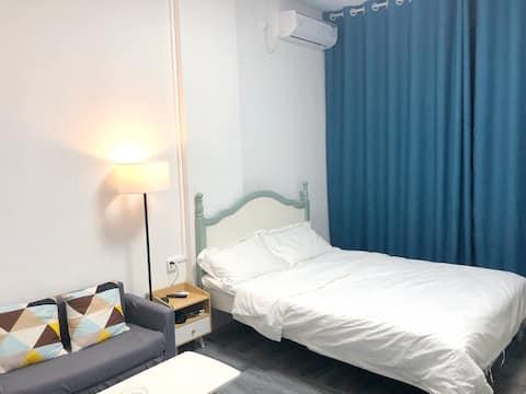 576公寓近商圈近医院温馨私享交通便利,空调单冷无暖气