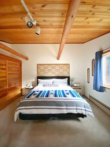 Bedroom #2 (Mt. St. Helens) - King Beautyrest bed