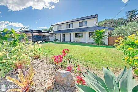 ENJOY THE SOUNDS OF SURF - COOEE BAY, YEPPOON QLD - Cooee Bay